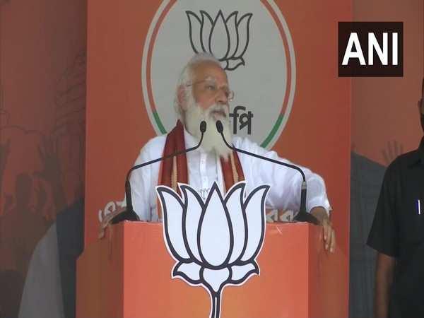 PM Modi slams TMC for 'Bhaipo service tax', says Mamata abusing me fearing defeat