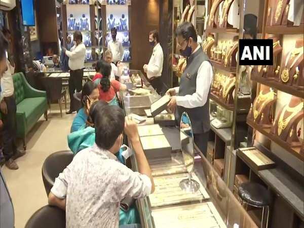 COVID-19 surge hampers jewellery sales during wedding season in Patna