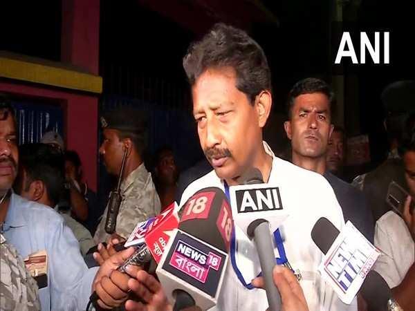 West Bengal: Clash breaks out between TMC, BJP workers in Damjur ahead of sealing of EVMs