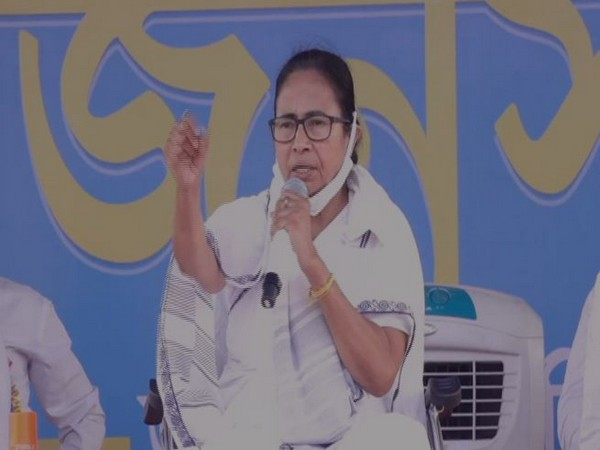 Mamata slams EC, accuses it of listening only to BJP