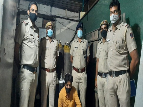 32 big, 16 small oxygen cylinders recovered by Delhi Police in Dashrath Puri