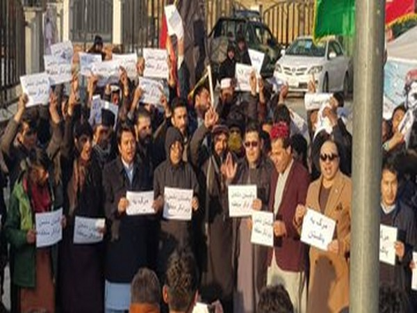 Pak journalists protest against raid at press club, detention of scribe