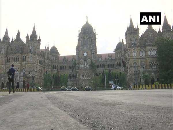 COVID-19: Mumbai street wears deserted look as weekend lockdown begins