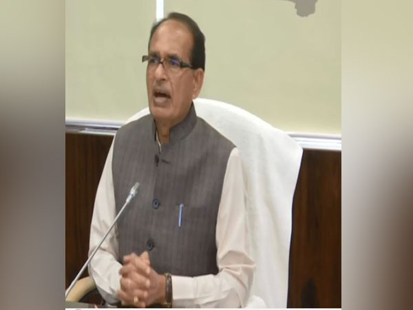 MP CM holds meeting with HCWs, discusses COVID-19 situation