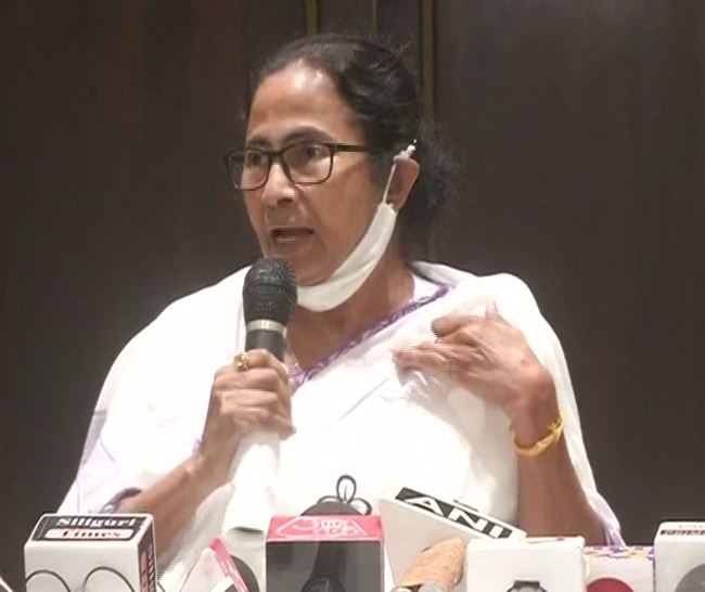 Mamata Banerjee calls PM Modi 'liar', says only she can give him befitting reply