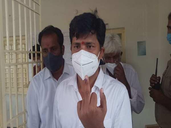 Tirupati Lok Sabha by-poll candidate M Gurumurthy casts vote in Chittoor