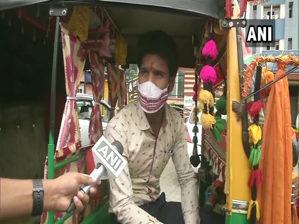 Ranchi auto driver provides free rides to people facing medical emergency