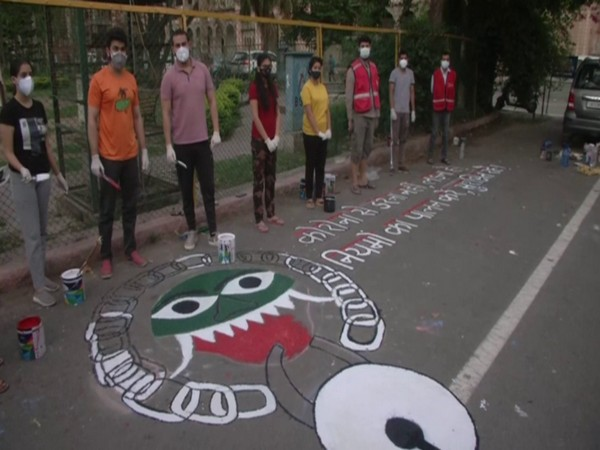 Youngsters in J-K paint beautiful graffiti on road to create COVID-19 awareness