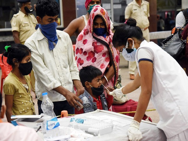India reports 3,43,144 new COVID-19 cases, 4,000 deaths