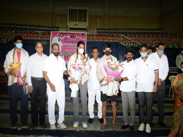 Telangana Sports Minister felicitates Tokyo-bound shuttlers along with their coaches and family