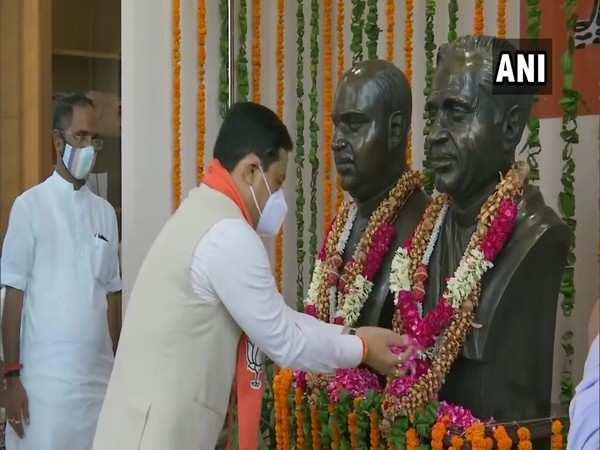 Sonowal pays floral tribute to Pt Deen Dayal Upadhyaya, Syama Prasad Mookerjee at BJP headquarters