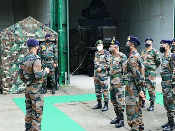 Eastern Army Commander visits Gajraj Corps to review security situation