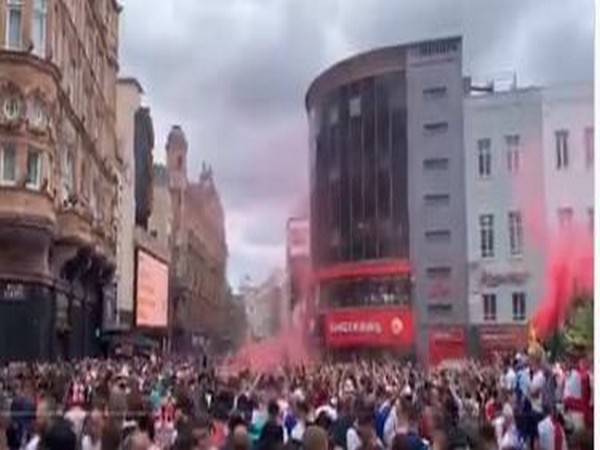 Euro 2020: Unruly English fans throng Leicester Square ahead of summit clash