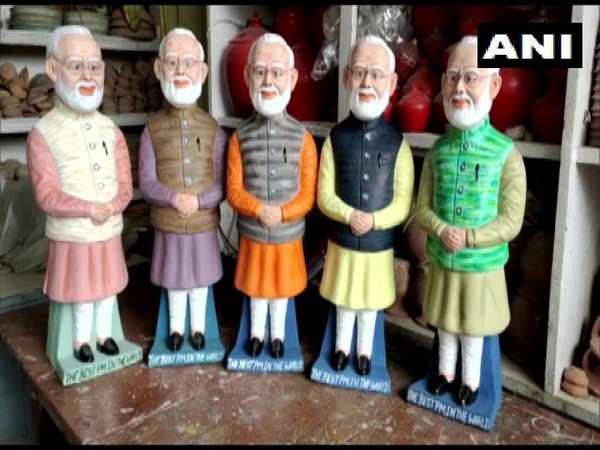 Sculptor in Bihar carves PM Modi's statue as money bank