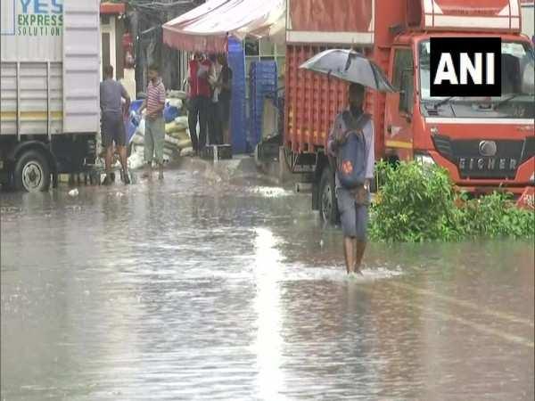 Heavy rains cause severe waterlogging in Mumbai's Sion