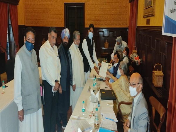 J-K Cong delegation meets Delimitation Commission, stresses on restoration of statehood