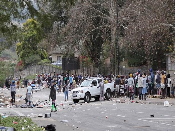 Death toll climbs to 72 as violence continues in South Africa