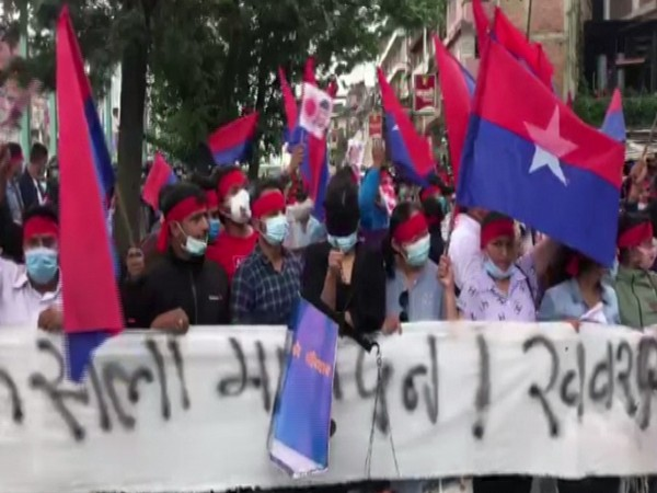 Nepal: Oli supporters protest against SC verdict to reinstate House of Representatives